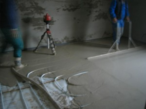 Lití anhymentových podlah a cementového potěru